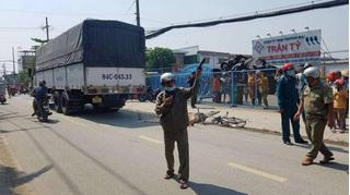 TP.HCM: Trên đường đi học về, bé gái học cấp 1 bị xe tải cán tử vong
