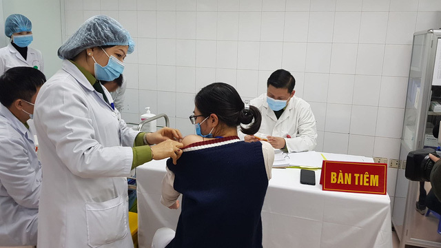 60 người hoàn thành tiêm Nano Covax phòng COVID-19 mũi đầu tiên