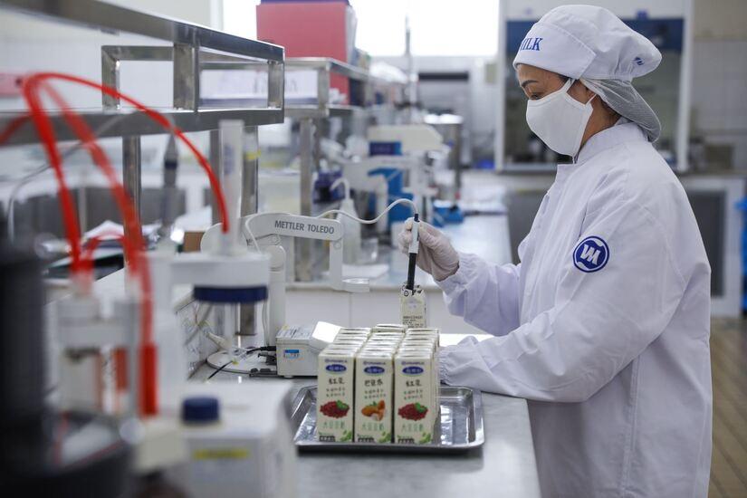 Vinamilk xông đất 2021 với lô hàng lớn gồm sữa hạt và sữa đặc xuất khẩu đi Trung Quốc