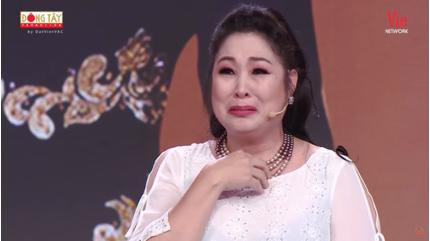 NSND Hồng Vân bật khóc: 'Khi nào ông trời gọi tôi đi thì tôi đi'