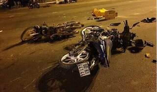 Xe máy vượt đèn đỏ gây tai nạn, 2 người chết, 3 người bị thương nặng