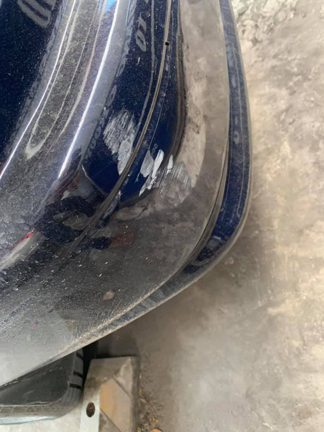 Phát hiện vết xước ở đuôi xe, thay vì bực mình tài xế ô tô lại mừng vì thủ phạm có hành xử rất văn minh