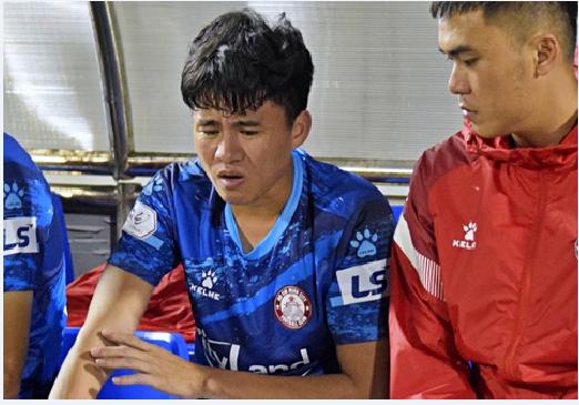Phan Thanh Hậu tiếp tục rời xa sân cỏ vì chấn thương