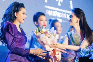 Lâm Khánh Chi nói gì về Hương Giang sau nhiều năm vướng ồn ào 'cạch mặt'?