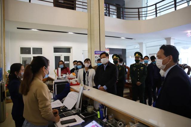 Bộ trưởng Bộ Y tế: 'Tốc độ lây nhiễm COVID-19 nhanh hơn cả tốc độ tiêm vaccine'