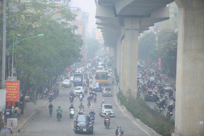 Hà Nội ô nhiễm không khí nặng, những ai cần hạn chế ra đường?