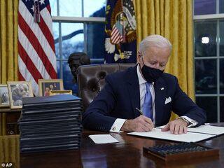 Ông Biden ký một loạt sắc lệnh trong ngày đầu tiên trở thành Tổng thống Mỹ