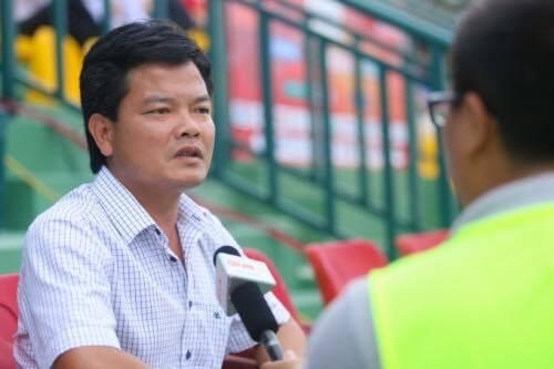 HLV Văn Sỹ ủng hộ án phạt của ban tổ chức V.League