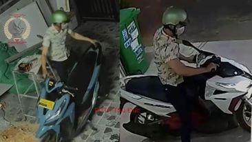 Chỉ trong 15 phút, tên trộm lấy đi 2 chiếc xe máy mà không hề bị phát hiện