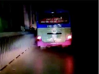 Phạt nguội xe khách đi vào đường cấm trên cầu Thăng Long nhờ Facebook