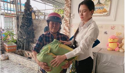 Vợ hai Vân Quang Long dùng tiền phúng viếng chồng làm từ thiện