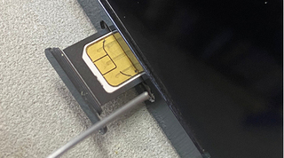 Hướng dẫn chi tiết cách lấy SIM ra khỏi iPhone nhanh nhất