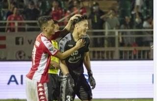 CĐV Nam Định muốn đội nhà 'giải cứu' thủ môn Bùi Tiến Dũng