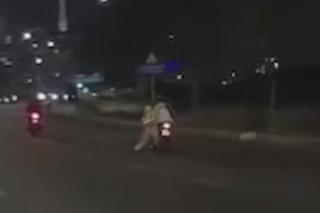 Chiến sĩ CSGT bị thanh niên chạy xe máy kéo lê trên đường phố TP.HCM