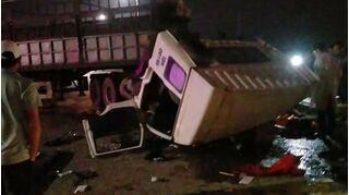 Xe container đâm xe tải làm 6 người bị thương ở Hạ Long