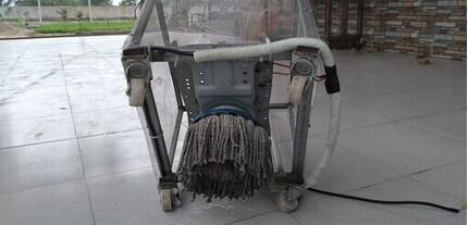 Thầy giáo sáng chế chiếc máy lau chùi nhà từ động cơ của máy giặt cũ