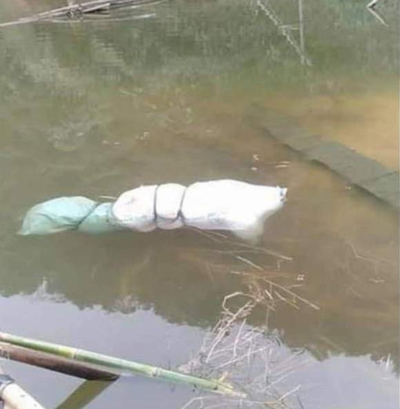 Tiến hành chôn cất người phụ nữ bị bọc trong túi ni lông nổi dưới hồ