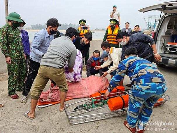 Tàu cá bị tàu vận tải, 1 thuyền viên tử vong