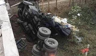 Tài xế container ngủ gật, xe lao xuống vực khiến 2 người bị thương nặng