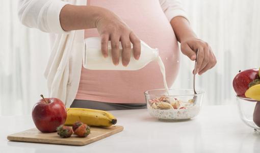 Những món ăn bà bầu cần hạn chế ăn trong dịp Tết để an toàn cho mẹ và bé