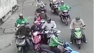 Đang khẩn trương truy bắt nhóm dàn cảnh móc túi người phụ nữ ở TP.HCM