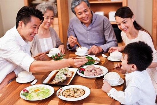 Triệu chứng và cách phòng tránh dị ứng thực phẩm ngày Tết