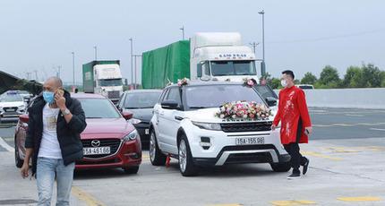 Không thể vào Quảng Ninh đón dâu, đoàn nhà trai bất lực quay xe về