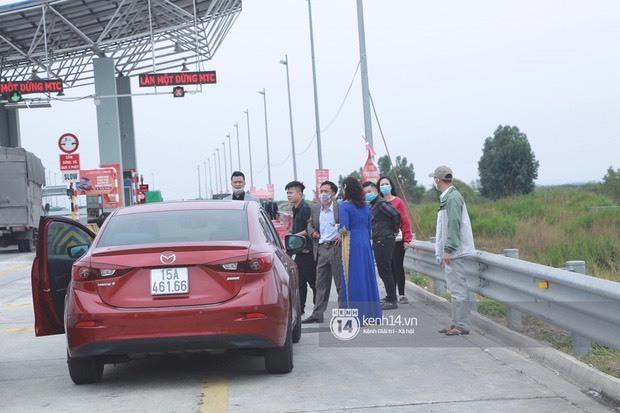 Không thể vào Quảng Ninh đón dâu do dịch Covid-19, đoàn nhà trai bất lực quay xe về
