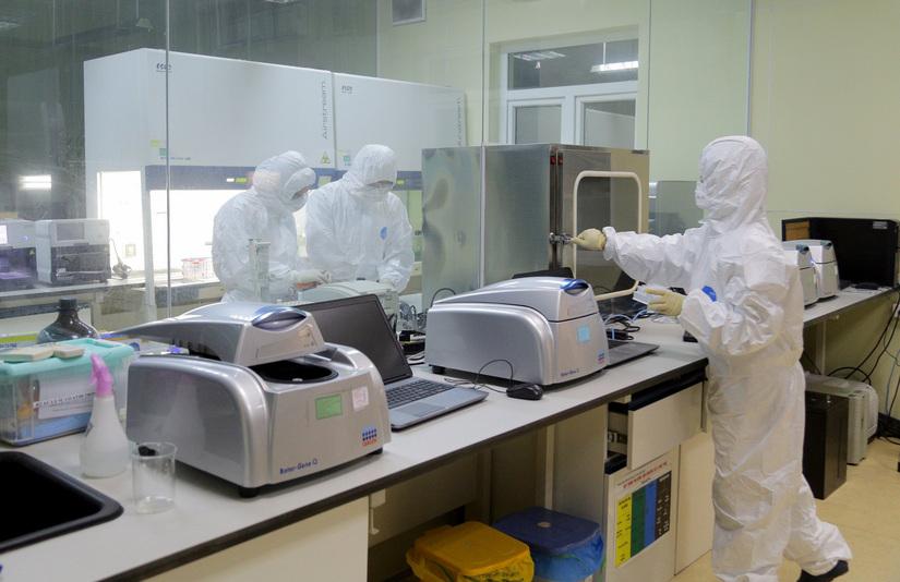 Covid-19: Biến chủng virus mới từ Anh nguy hiểm đến mức nào?