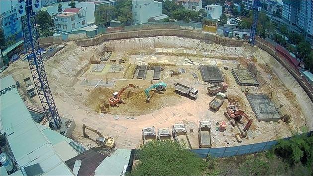 Dự án C-Sky View đang đào đất, chuẩn bị xây dựng phần móng nhưng đã được Sở Xây dựng tỉnh Bình Dương chấp thuận cho phép huy động vốn, bán nhà ở hình thành trong tương lai ...
