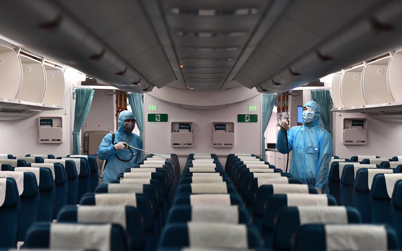 Tìm người đi cùng chuyến bay có ca nghi nhiễm Covid-19 ở TP.HCM