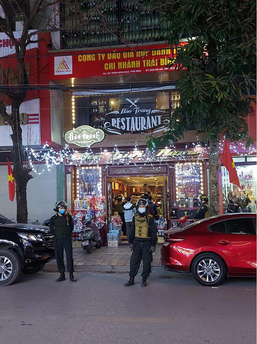 Công an Thái Bình khám xét khẩn cấp nhà một 'dân anh chị'