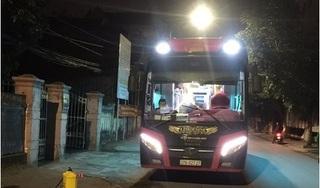 Cách ly xe khách chở 22 sinh viên FPT ngay trong đêm