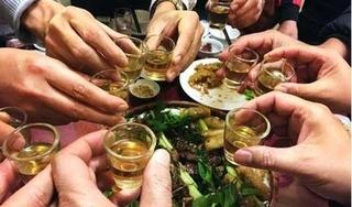 Ngộ độc rượu ngày Tết: Dấu hiệu nhận biết và cách sơ cứu