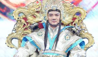 Đàm Vĩnh Hưng bị đau lưng vì mặc đồ cổ trang gần 20kg trong Táo Xuân 2021