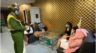 Quảng Ninh cách ly 6 khách nam cùng 6 nữ phục vụ vì hát karaoke chui
