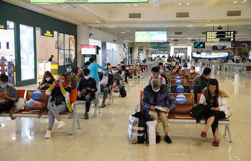 Hàng trăm nhân viên trở thành F1, F2, sân bay Nội Bài có nguy cơ đóng cửa