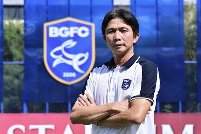 Dusit Chalermsan lập nên 7 dấu mốc đáng nhớ Thai League