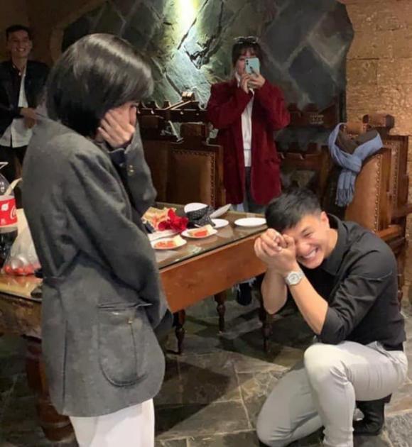 Huỳnh Anh phủ nhận 'bác sĩ bảo cưới' sau màn cầu hôn mỹ nhân tuổi U40