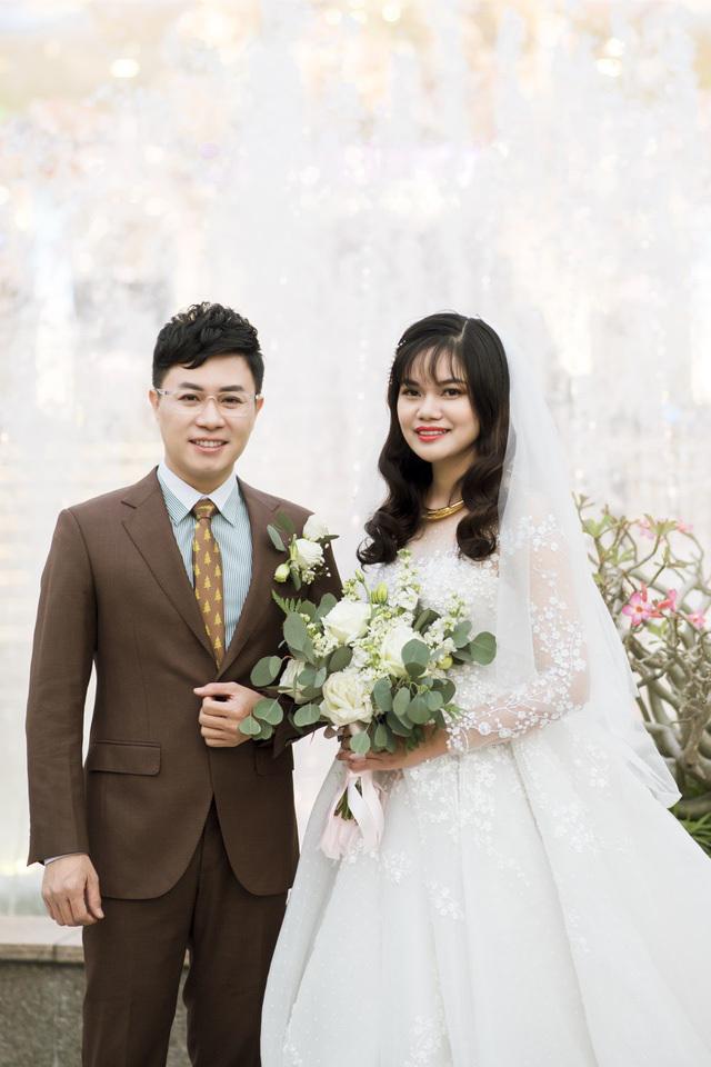 MC Lê Anh bất ngờ báo tin sắp lên chức bố ở tuổi 44