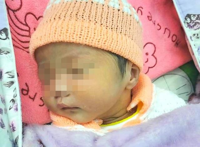 Bé gái sơ sinh bị bỏ rơi kèm lời nhắn mong con thông cảm cho mẹ