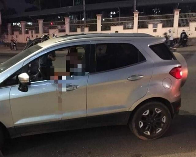 Hiện trường vụ 'sếp Trung Quốc cắt cổ nữ nhân viên rồi tự sát trong xe'