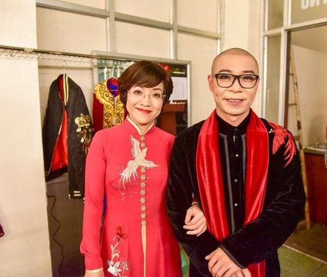 Rò rỉ hình ảnh Thảo Vân 'ôm vai bá cổ' Công Lý trong hậu trường Táo Quân 2021