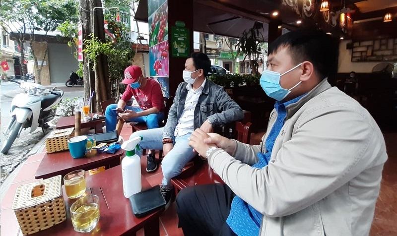 Hà Nội yêu cầu người dân giữ khoảng cách tối thiểu 1m khi tiếp xúc