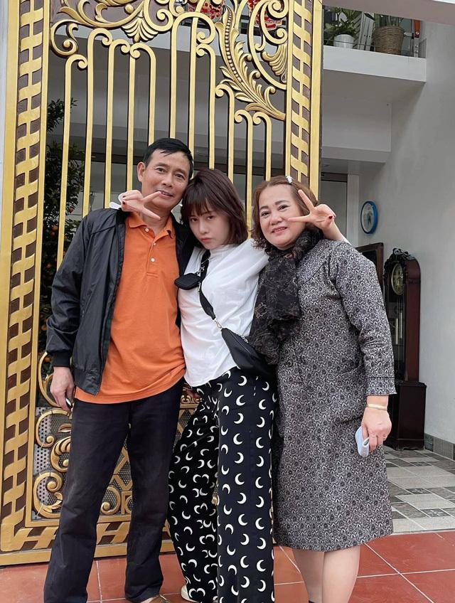 Nghệ sĩ Việt những ngày cận Tết người khóc nhớ bố mẹ, người bị giục lên 'xe hoa'