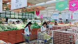 Mùng Hai Tết: Giá các mặt hàng thiết yếu giữ ổn định