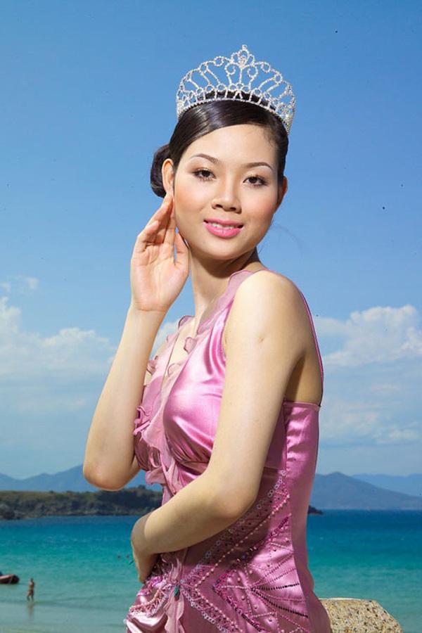 Chân dung cô Hoa hậu tuổi Sửu bỏ lại hào quang showbiz, viên mãn bên chồng thành đạt giỏi giang