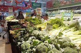 Hà Nội: Sau tết, thực phẩm phong phú nhưng sức mua kém