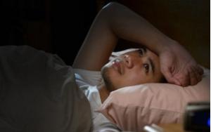 Điều gì xảy ra với cơ thể khi ngủ ở một nơi lạ?