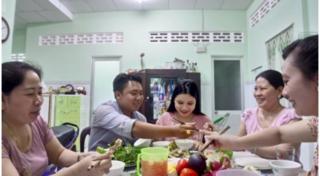 Bữa cơm gia đình gắn kết tình thân